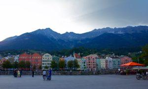 Innsbruck lumosi vuoristollaan.